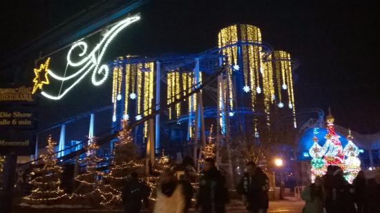 Europa-Park: L'Euromir dans toute sa splendeur hivernale et sa musique techno.