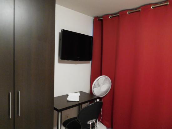 Le Patricia : aparte slaapkamer met aparte douche hoort bij het appartement met kitchenette