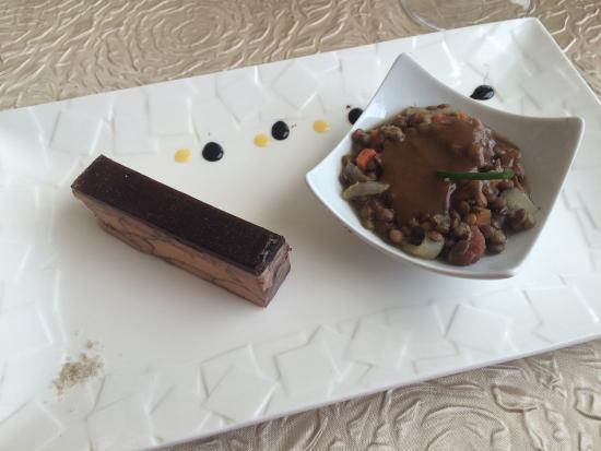 Sorges, ฝรั่งเศส: Le chef nous apprend à préparer les foies de canard Foie poché au vin et lentilles Trio de desse