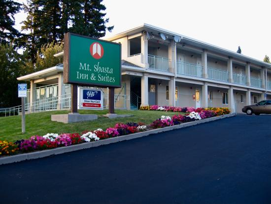 Mt. Shasta Inn and Suites: Street View