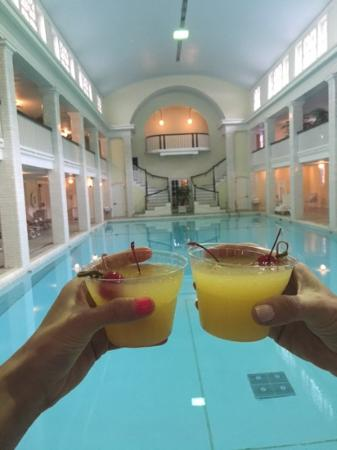 Bedford, Pennsylvanie : the indoor pool....cheers!