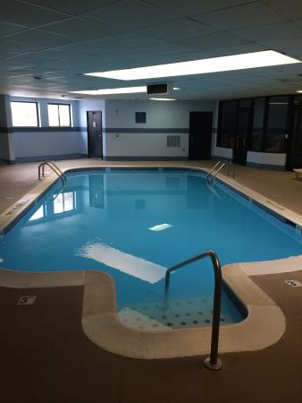 Days Inn & Suites Madison Heights MI: Pool