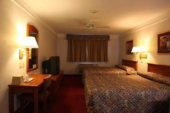 Mt. Shasta Inn and Suites: 2 Queen Bed Suite