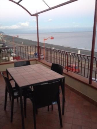 terrazza panoramica - Foto di B&B La Sirena, Santa Teresa di Riva ...