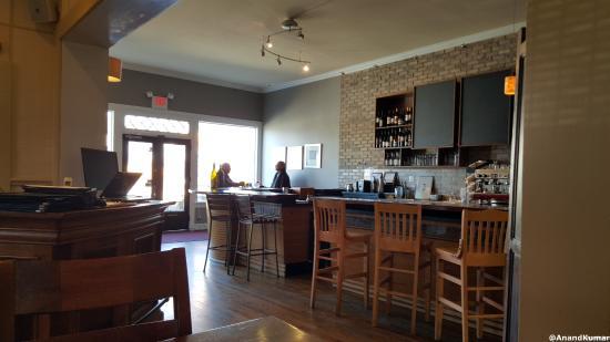 Perkys Coffee Shop Dining Room Looking Into Bar Area