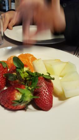 Hotel Monegal: Fruta desayuno