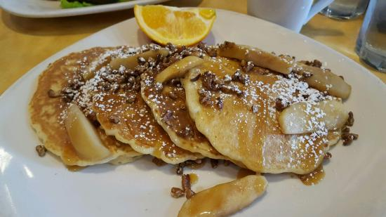 Bannockburn, Илинойс: Gotta try the Caramel Apple Pancakes with Pecans, so good!