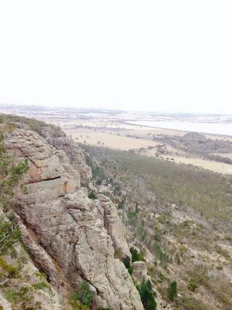 Natimuk, Australië: Mitre rock in the distance. Pic taken from Mt Arapiles summit
