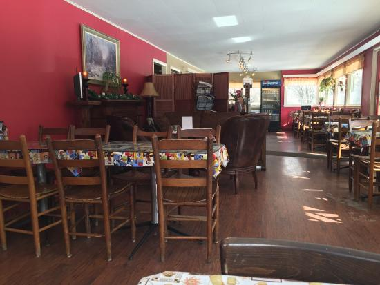 Woodbridge Cafe Restaurant & Coffeehouse : Clean, simple inside. Delicious bagel and home fries.