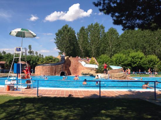 Piscina de olas con boya enorme picture of valencia de for Toboganes de piscina