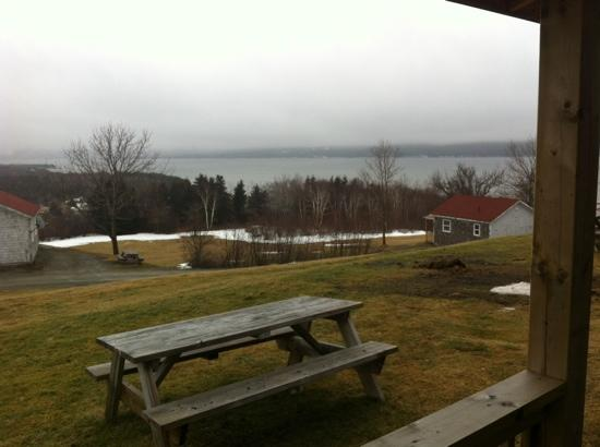 Port Hastings, Canadá: View from the covered veranda of cabin 5