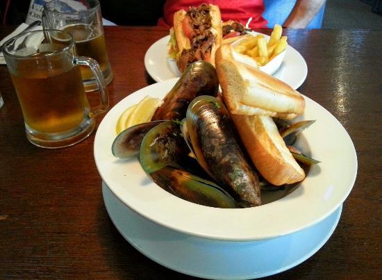 The Cornerstone Bar & Restaurant: Mussels and Pork Baguette