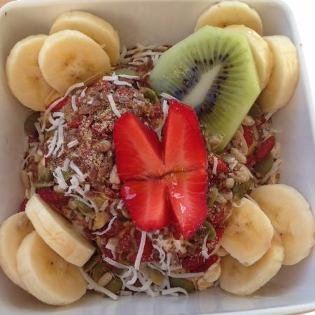 Coolum Beach, Australien: One of the many breakfast bowl options.