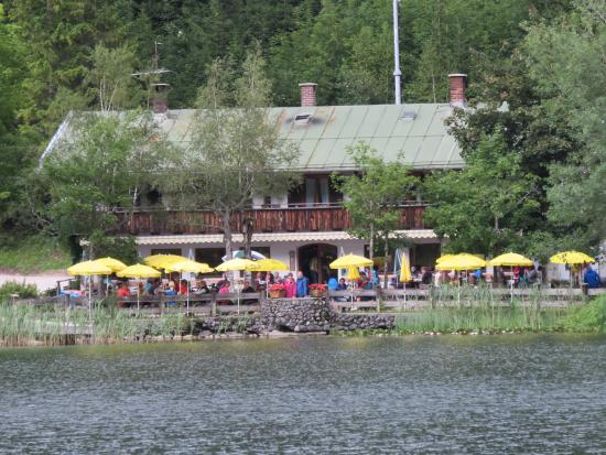 Gasthaus Ferchensee: View of restaurant from walking path on other side of lake