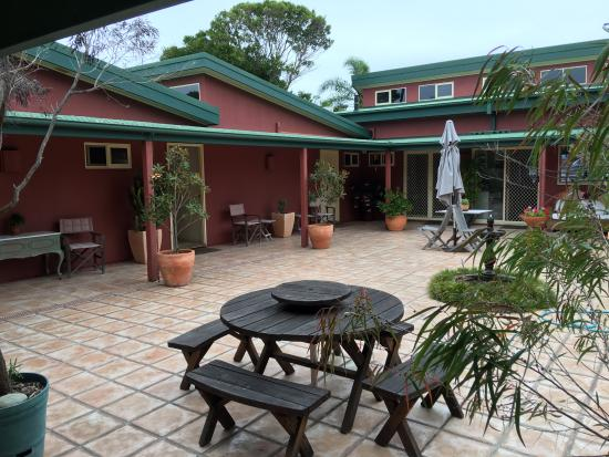Bella Vista Bed and Breakfast : Courtyard