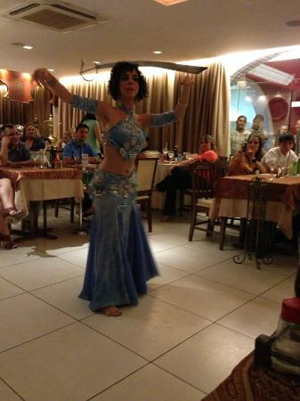 Zahle-Mezze Libanesa: Essa dançarina arrasa!