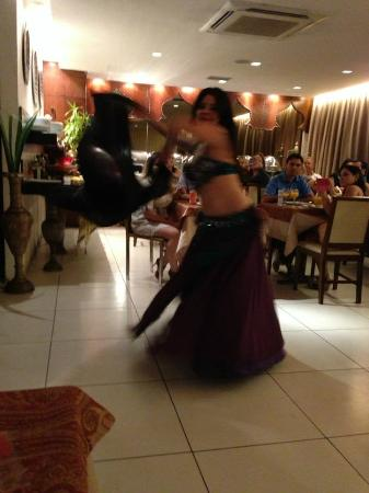 Zahle-Mezze Libanesa: Lindas danças do ventre!