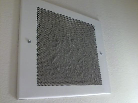 WoodSpring Suites Fort Myers Southeast: bathroom ceiling vent. couldn t get anyone to clean it.