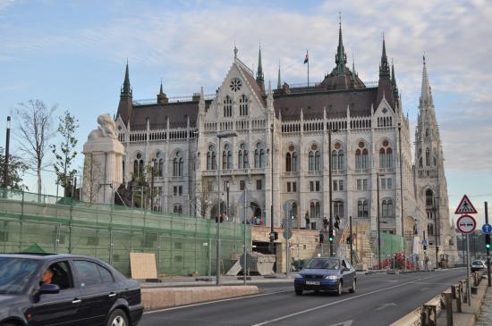 Hotel Pension Helios: Budapest Partaiment Building
