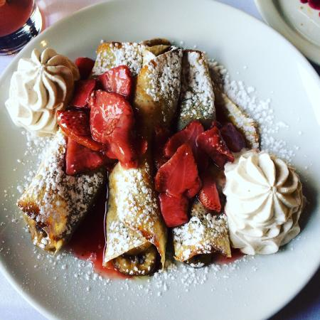 Le Perche: Chef's crepe special- strawberry, banana, nutella crepe