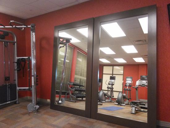 Courtyard Newport News Airport: gym