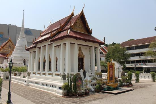 Resultado de imagen de Wat Pathum Wanaram bangkok