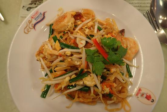 Pad Thai without omelette - Picture of Thip Samai, Bangkok ...