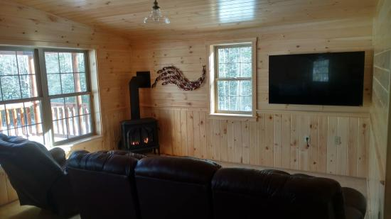 Twin Maple Outdoors: Relaxing Great Room