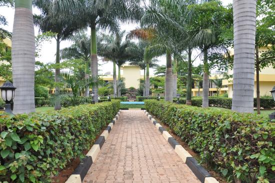 Wonderful St. Gaspar Hotel And Conference Centre: Garden