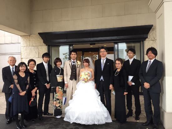 礼服の選び方1:結婚式などの慶事の礼服