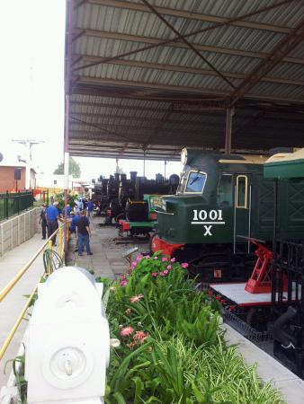 Bassendean, ออสเตรเลีย: Looking along the Loco Shed.