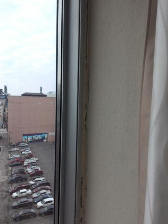Hilton Garden Inn Detroit Downtown: obvious water damage