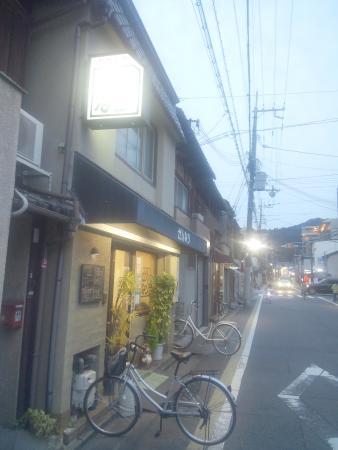 Sennari: 玄関には常に自転車