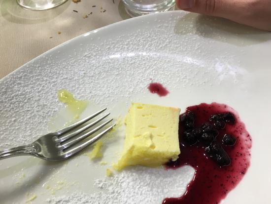 La Castellana: Buon rapporto qualità prezzo. Camere pulite e comode e si mangia molto bene. Lo consiglio!!