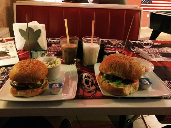 Straszyn, Polonia: Mój ulubiony zestaw: klasyczny hamburger i shake :)