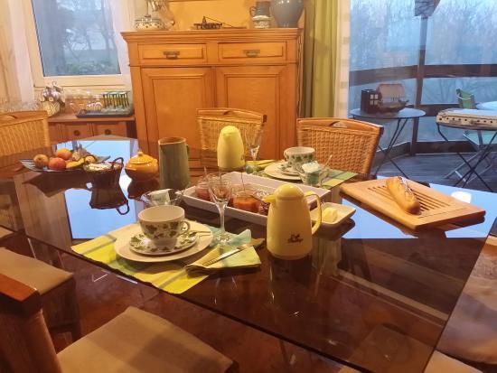 Saint-Bonnet-de-Chavagne, France : Frühstück à la Boisière