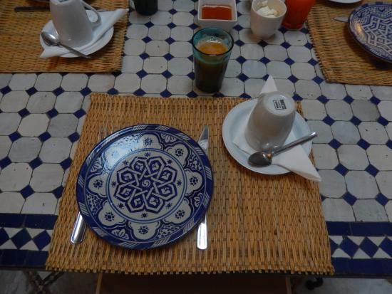 Dar el Bali : table du petit déjeuner