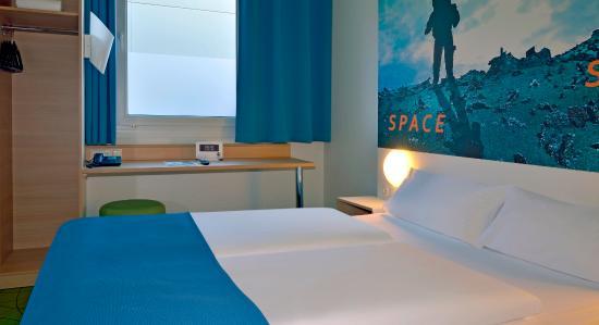 Gremberghoven, Deutschland: Zimmer mit französischem Bett