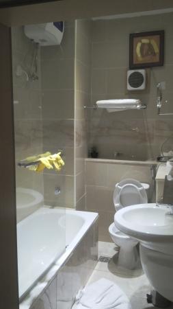 Bolton White Hotel Photo