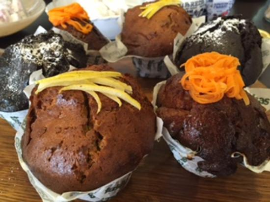 Tashas : cafe baked muffins