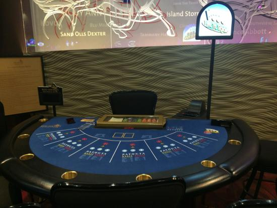 Red Shores Racetrack & Casino : Let it Ride Table