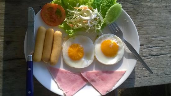 Baanmontra Beach Resort: อาหารเช้า