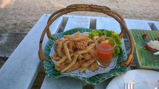 Baanmontra Beach Resort: ปลาหมึกแดดเดียว