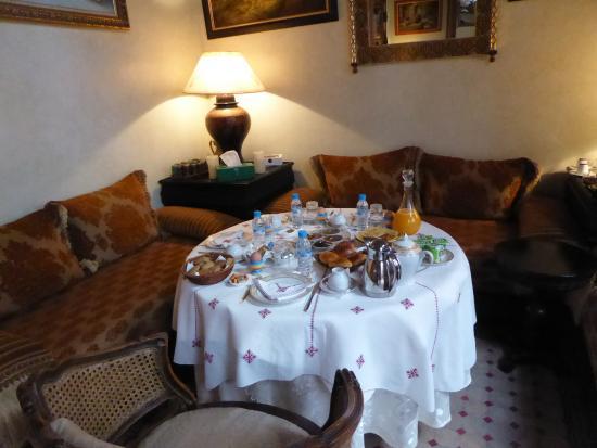 Ryad Dar Karima: El desayuno en el salón