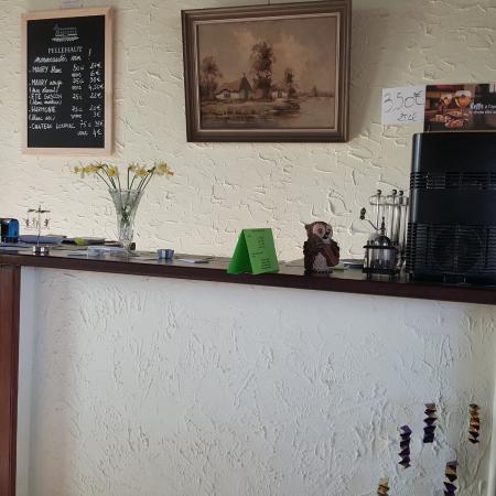 Maubec, France: Vue comptoir
