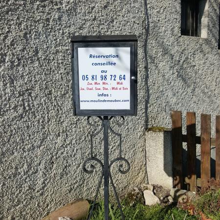 Maubec, France: Réservation conseillée !
