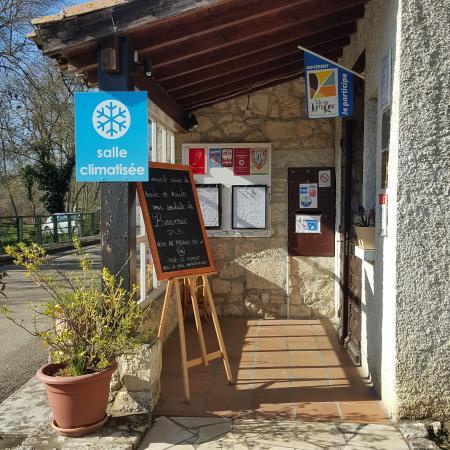 Maubec, France: Entrtée restaurant