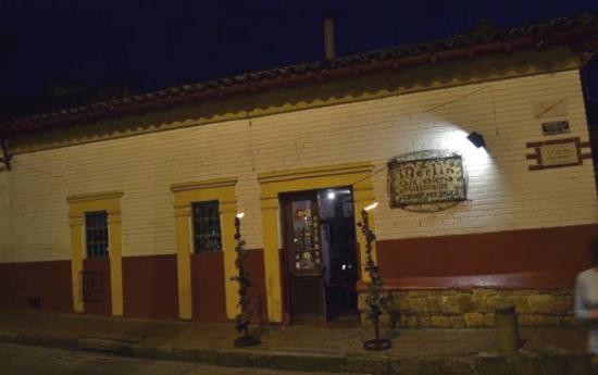 Merlin Restaurant Gallery : Entrada, por la candelaria