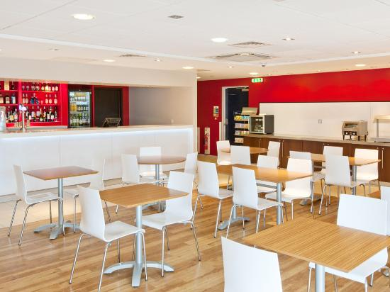 Travelodge Altrincham Central: Bar Cafe
