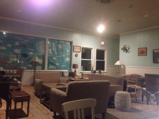 HI Monterey Hostel: lounge